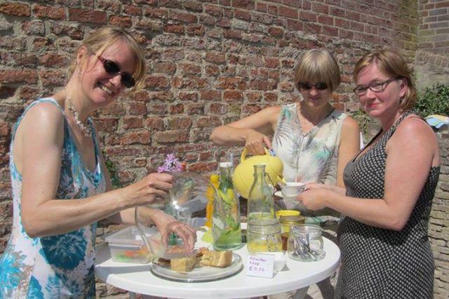 Thee in de Tuin, augustus 2014 Sonja Stoel - Karin Schaap - Linda Kerkhoven